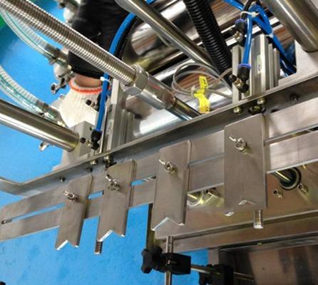 Máquina de llenado de líquidos con dos cabezales de detergente 0.5-2L